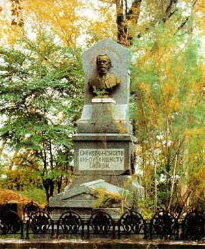 Бюст на могиле Н. М. Ядринцева (Нагорное кладбище, Барнаул, 1978)