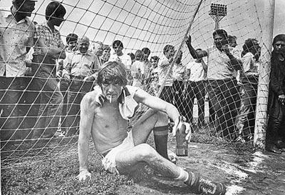 Александр Гаврилович не только блистал на сцене «Ленкома», но и был непробиваемым вратарем футбольной команды театра. Фото - kp.ru