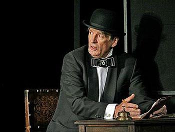 Александр Абдулов в Женитьбе. Фото с сайта театра Ленком