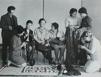 Л.И. Снитко (в центре) с сотрудниками АМИИ и сотрудником НИИ художественной промышленности (Москва) Н.И. Каплан.1972 г.