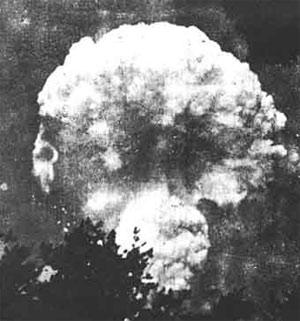 Атомное облако над Хиросимой спустя час после взрыва. Фото
