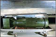 Макет атомной бомбы сброшенной на Хиросиму. Фото