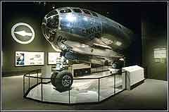 Самолет В-29 Энола Гей сбросивший бомбы на Хиросиму. Фото