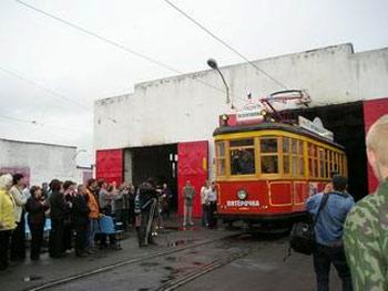 восстановленный ретро-трамвай отправляется в первый рейс по Барнаулу