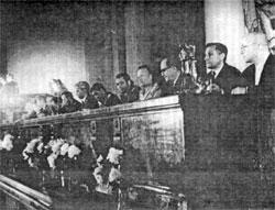 Пресс-конференция в МГУ после полета В.Ф.Быковского и В.В.Терешковой (1963)