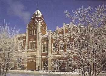 Торговый центр. Бывшее здание городской Думы (современное фото)