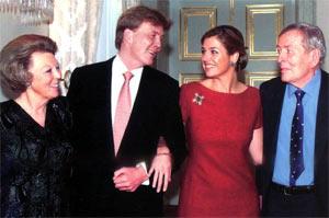 Королева Беатрикс, наследный принц Виллем Александр, его невеста Максима и муж Беатрикс, принц Клаус