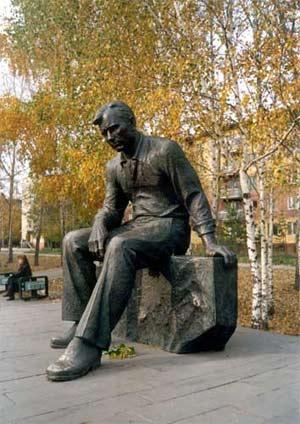 Памятник Шукшину. Скульптор - Кульгачев Михаил Алексеевич